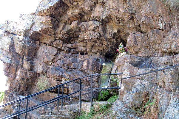 Imagem da Senhora da Pipa, junto à fonte